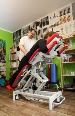 Łóżko chiropraktyczne zmieniające połozenie kręgosłupa